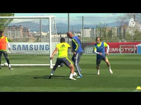 Zinedine Zidane Showing incredible skills during Real Madrid training 24.04.2016