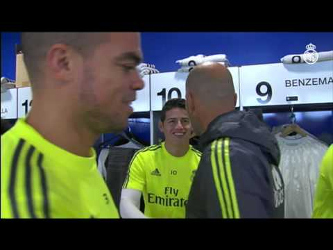 Zinedine Zidane greets the players at Ciudad Real Madrid