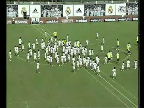 ‪Real Madrid VS 109 kids in GuangZhou China‬‏