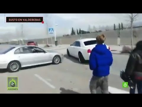 Crazy Fans try Stop Cristiano Ronaldo's Car after Real Madrid Training 04/03/2016