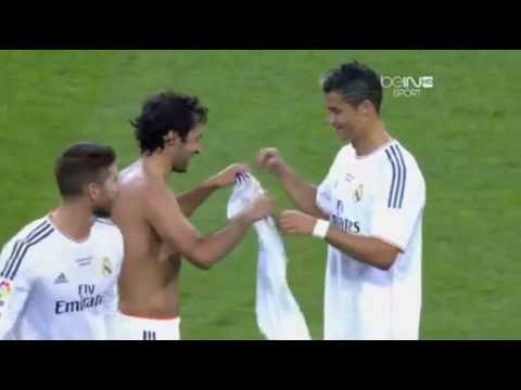 Raul  Gonzales  Give  T shirt  to Cristiano  Ronaldo in Real Madrid 1   0 Al Sadd