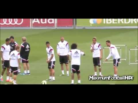 Cristiano Ronaldo is reconciled with James Rodríguez   Training 2014 Real Madrid CF  Soccer Moments